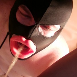 Mistress Anita -direct pee drinking into slave mouth